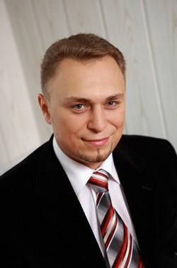 Максим Устинов